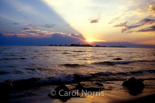 Canada-Lake-Huron-Southampton-Chantry-Island-sunset
