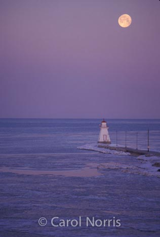 Canada-ontario-lake-huron-southampton-lighthouse-winter-ice-moon-moonlight