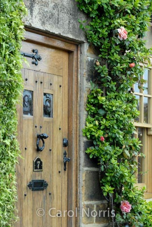 European-England-Yorkshire-door-face-stone-house