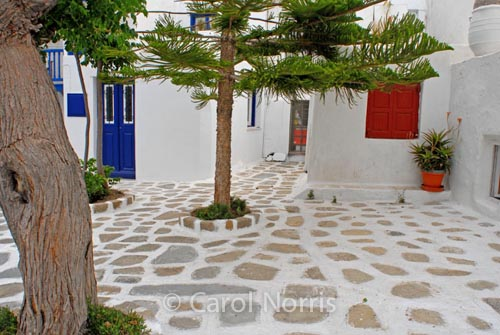 European-Greece-Mykonos-Greek-island-courtyard