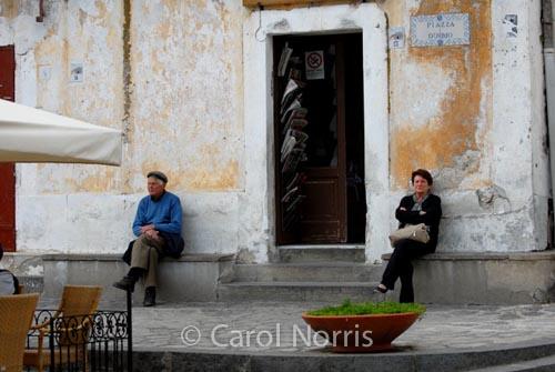 European-Italy-Ravello-village-couple-married-silent-treatment