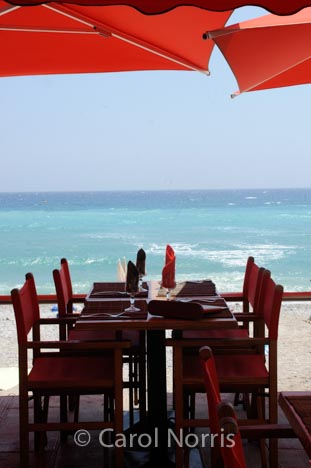 France-Cote-d-azure-restaurant-red-water