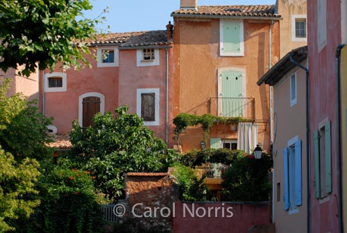 Provence-France-Roussillon-ocre-red-village