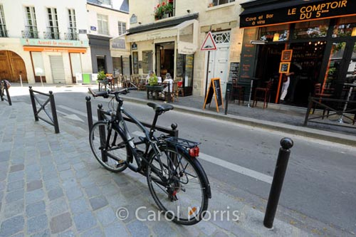 black-bike-paris-street