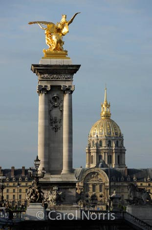 gold-statue-paris-2