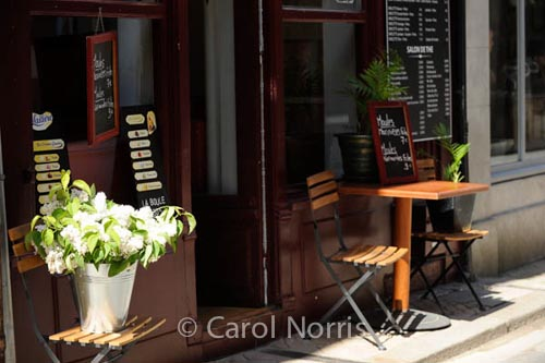 lilacs-cafe-table-two-honfleur-normandy