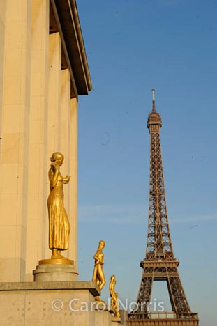 paris-eifel-tower-statues-golden