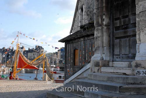 wooden-door-harbour-honfleur-normandy