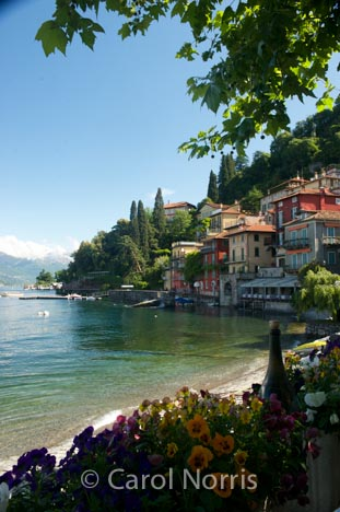 lake-como-italy-varenna-cafe