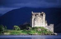 European-Scotland-castle-eilean-donan-dramatic-light.jpg