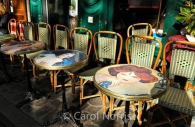 cafe-tables-montmartre-paris.jpg