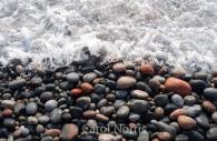 Canada-lake-Superior-pebble-beach-waves-pebbles.jpg
