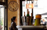 bar-cafe-waiting-clock-time-Paris.jpg